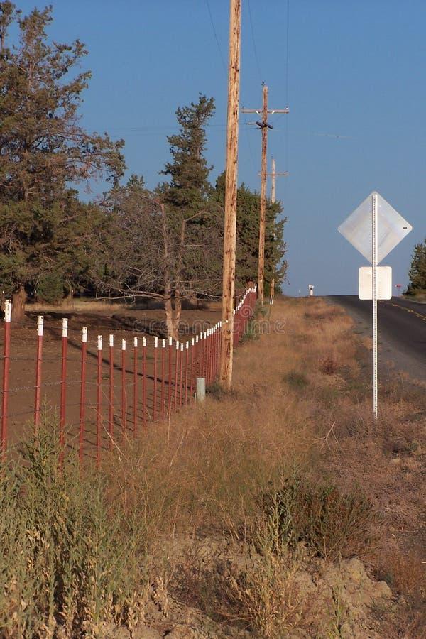 Línea y camino de cerca al horizonte imagenes de archivo
