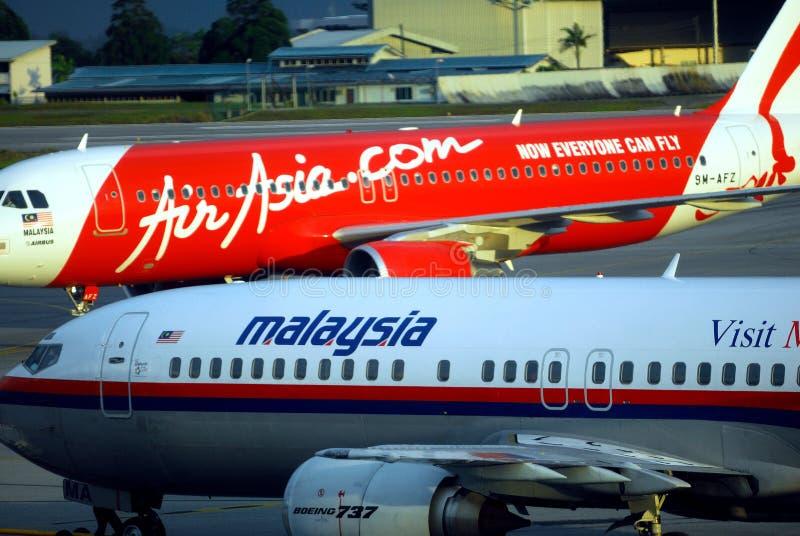 Líneas aéreas de Air Asia y de Malasia imagen de archivo libre de regalías