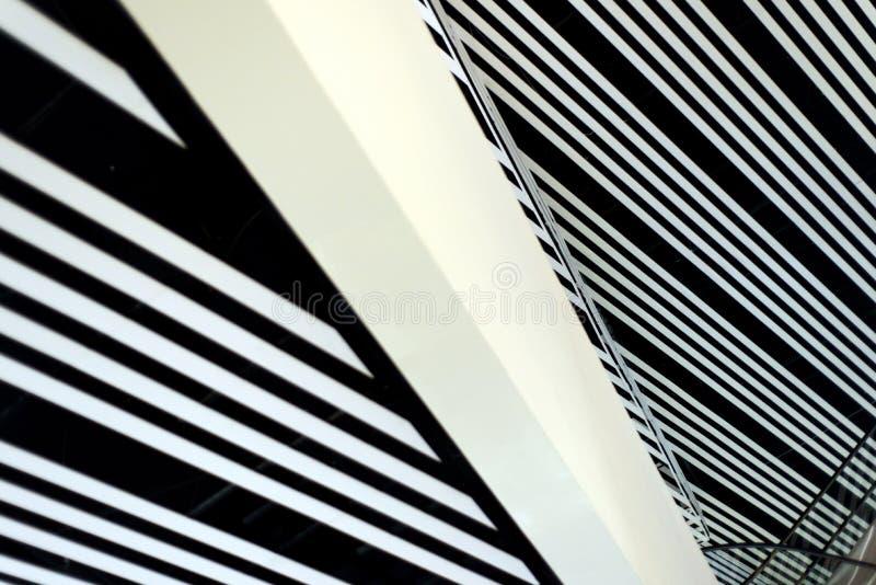 Líneas abstractas interiores del edificio moderno fotografía de archivo