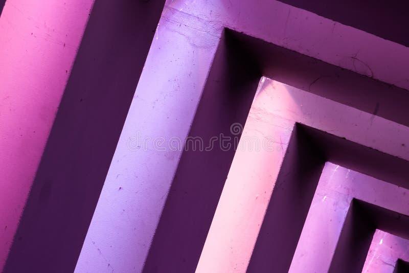 Líneas abstractas y arquitectura coloreada LED fotos de archivo
