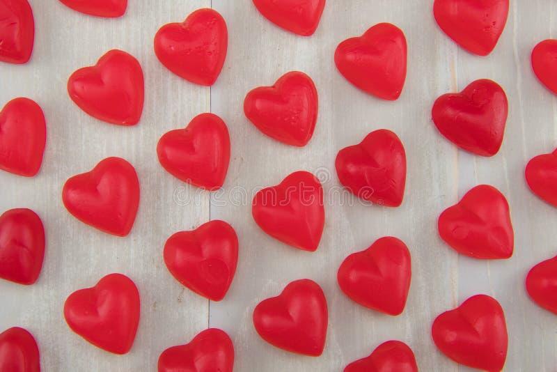 Líneas apretadas de la opinión del ángulo de corazones gomosos foto de archivo