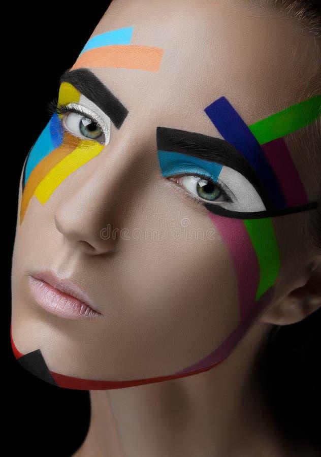 Líneas coloreadas del maquillaje de la muchacha imagen de archivo