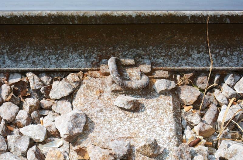 Líneas de ferrocarriles, hierro oxidado, piedras en Treviso, en Véneto, Italia, Europa imagen de archivo libre de regalías