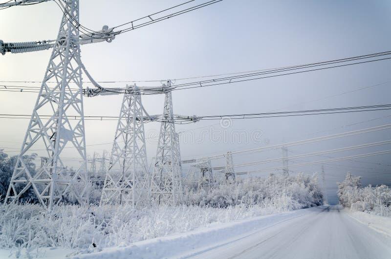Líneas de transmisión eléctricas fotos de archivo libres de regalías