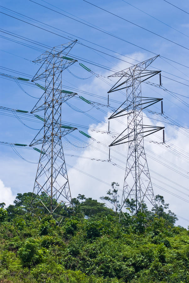 Líneas de transmisión eléctricas de la potencia foto de archivo libre de regalías