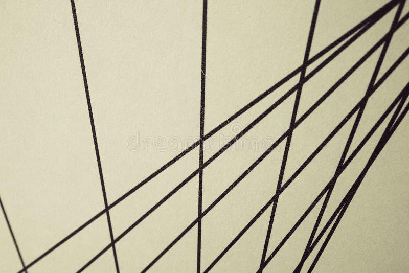Líneas rectas nteresting negras en un fondo beige, foto de archivo libre de regalías