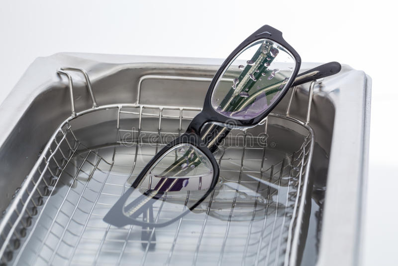 Líquido de limpeza ultrassônico para a limpeza ultrassônica imagem de stock royalty free