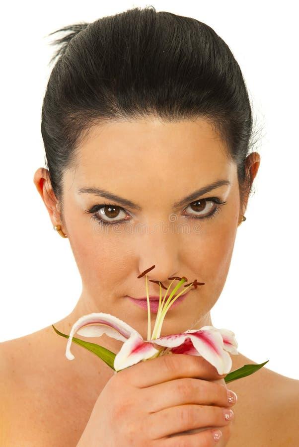 Lírio de cheiro da mulher da beleza foto de stock royalty free