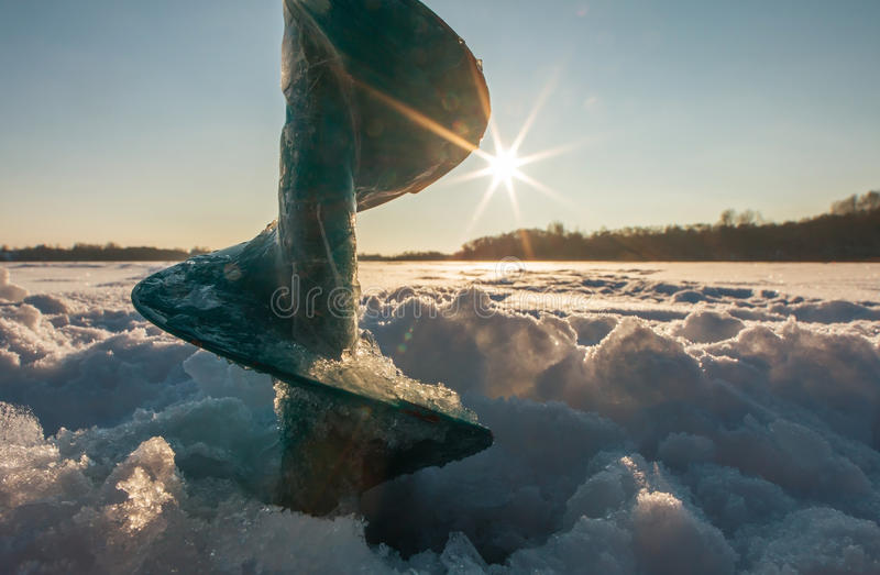 Lód śruby przy zmierzchem fotografia stock