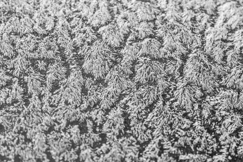Lód na samochodzie zakrywającym z mrozem zdjęcie stock