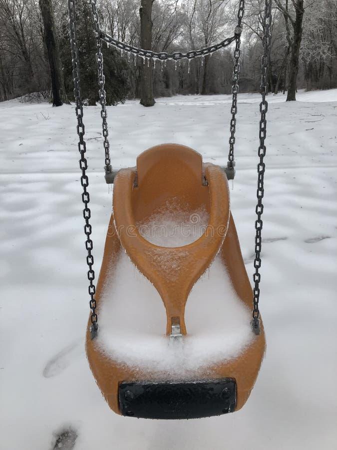 Lód zakrywająca child's huśtawka obraz stock
