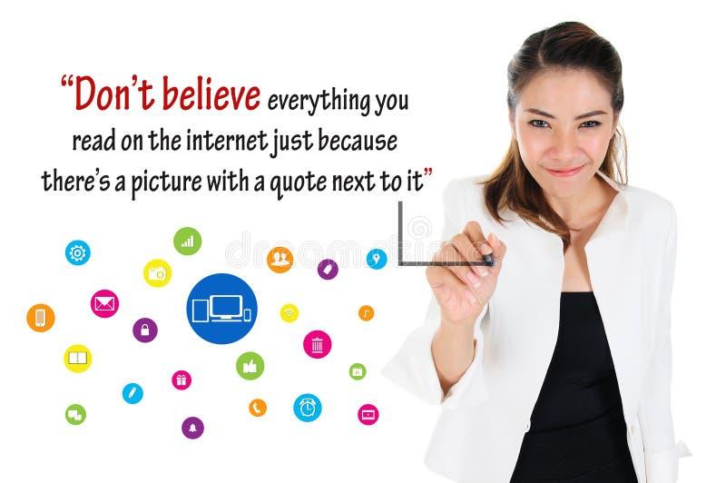 Lógica de meios sociais, conceito em linha do negócio fotos de stock royalty free