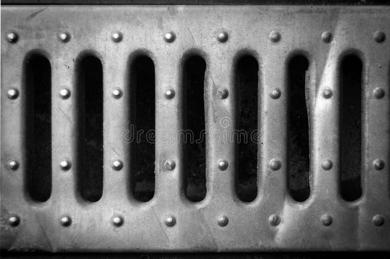 Löcher in einem EisenWeißblech lizenzfreies stockfoto