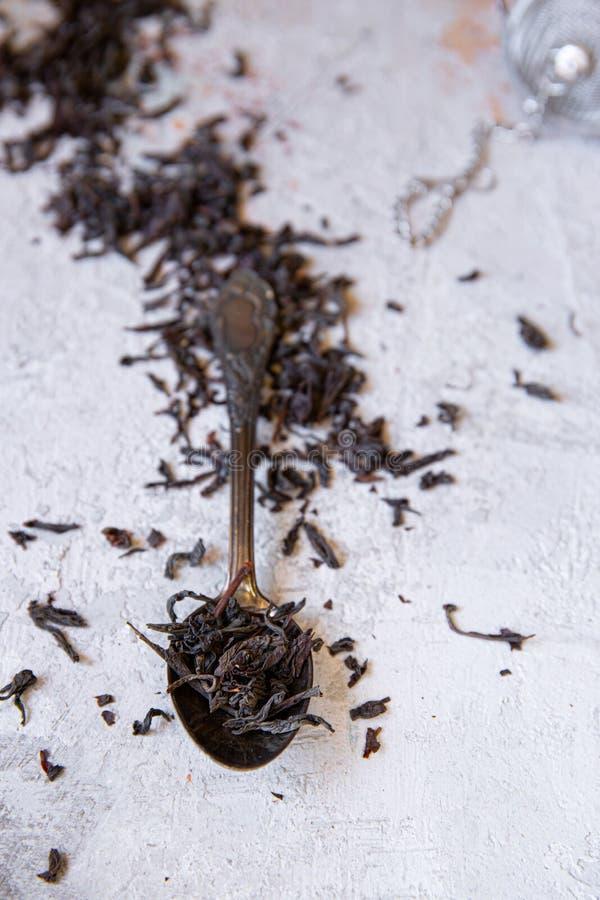 Löffelvoll schwarzer Tee des englischen Frühstücks lizenzfreies stockfoto