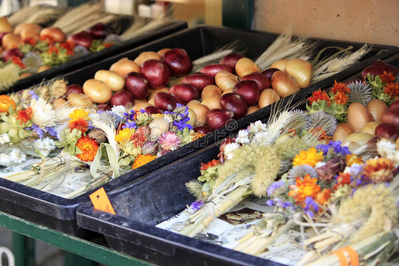 Lök i marknaden i Weimar, Tyskland royaltyfri foto