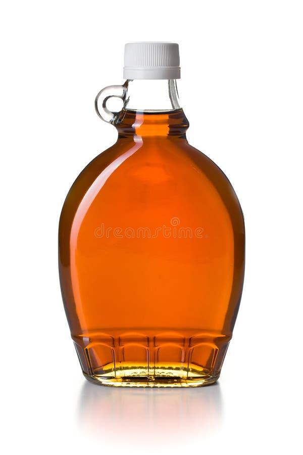 Lönnsirap i glasflaska royaltyfria bilder