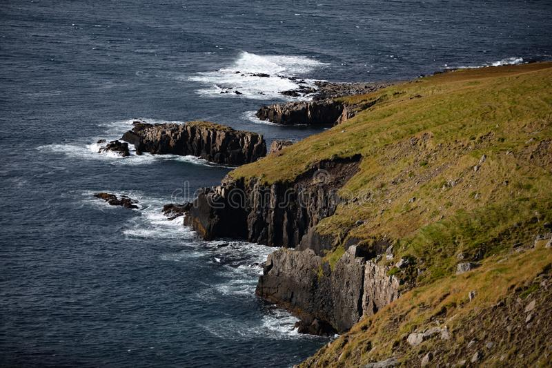 Lös klippa i Island royaltyfri fotografi