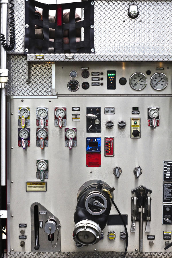 Löschfahrzeug-Instrumentenbrett mit Messgeräten u. Skala lizenzfreie stockfotos