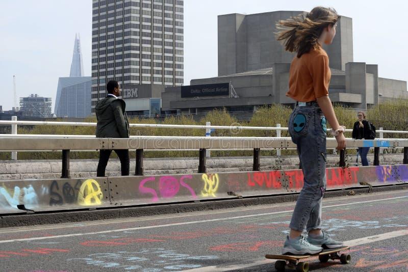 Löschungsaufstandsprotest-Waterloo-Brücke London lizenzfreies stockbild