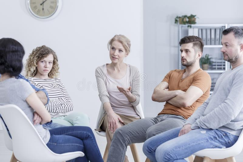 Lösende Familienfragen in der Therapie lizenzfreie stockfotos