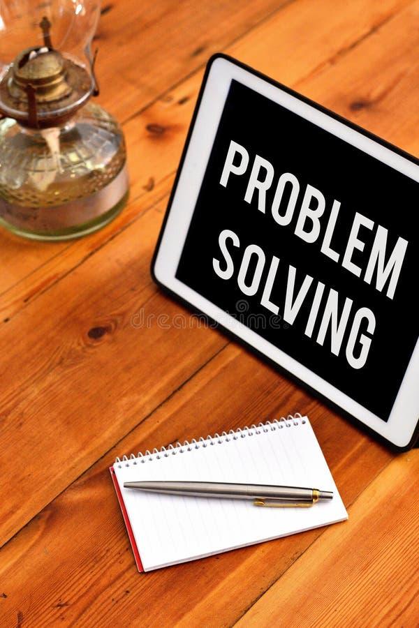 Lösning för problem för handskrifttexthandstil Begreppsbetydelseprocess av att finna lösningar till svåra eller komplexa frågor royaltyfria bilder