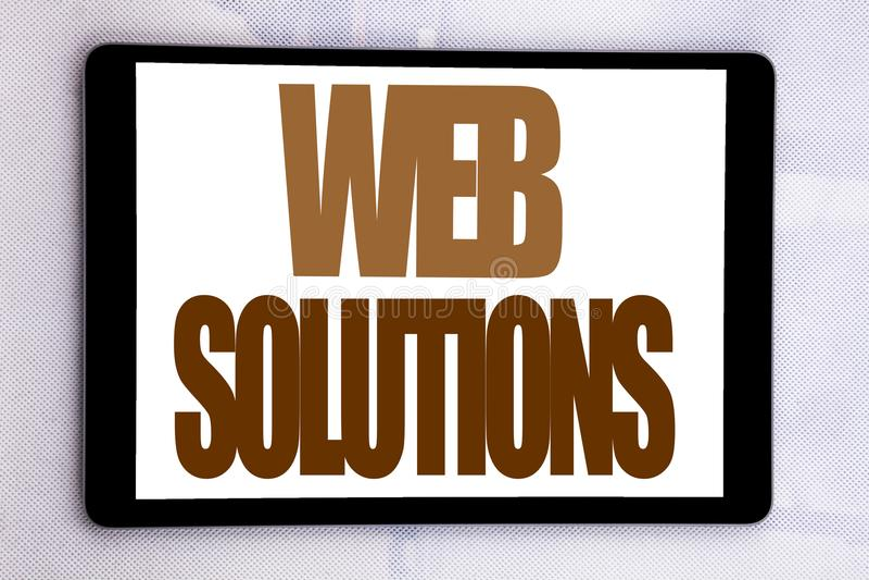 Lösningar för rengöringsduk för visning för inspiration för överskrift för handhandstiltext Affärsidé för internetdesignplanet so royaltyfria foton