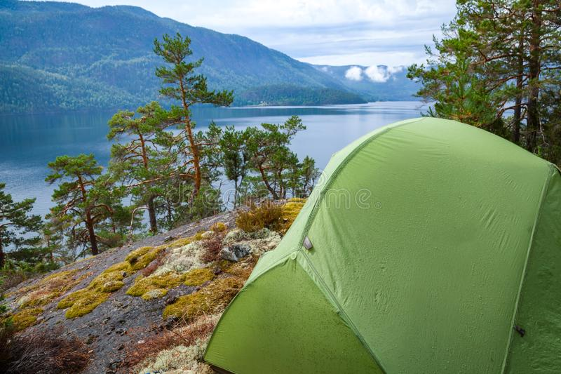 Löst campa vid en sjö i Norge arkivfoto