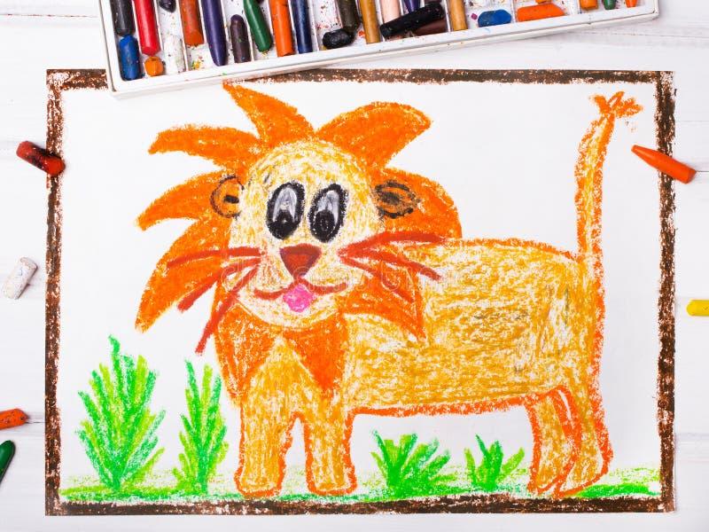 Löwe mit einer großen Mähne lizenzfreies stockbild