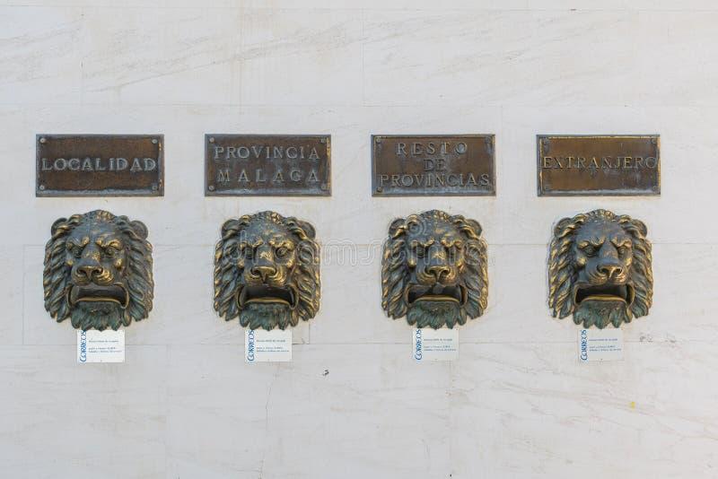 Löwenkopfbuchstaben an der Wand Fuengirola Spanien stockfoto