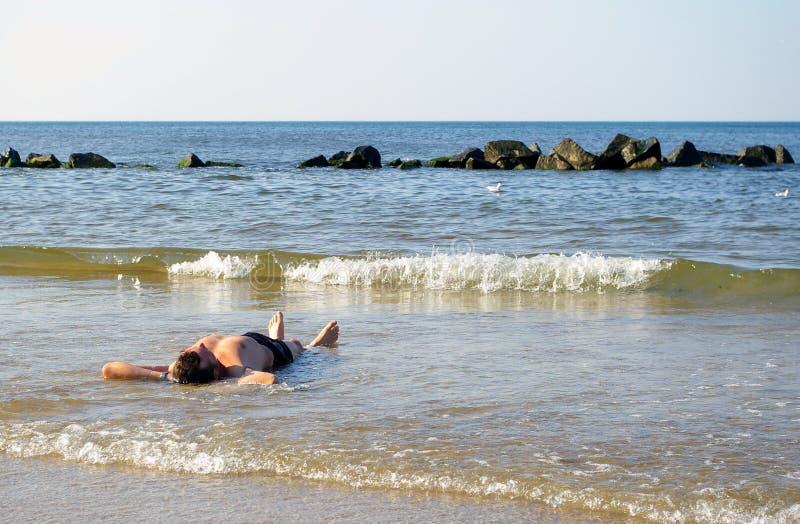 Lügen im Meer. stockfotos
