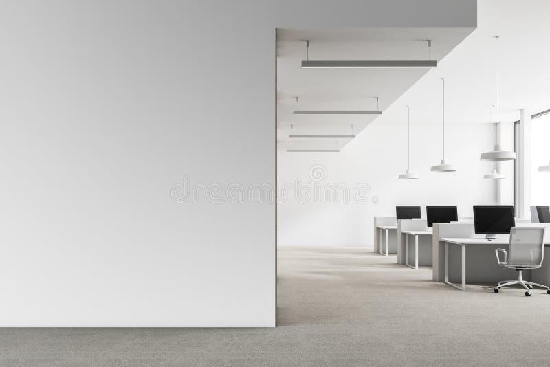 Lüpfen Sie weißen Büroinnenraum, Spott herauf Wand lizenzfreies stockfoto