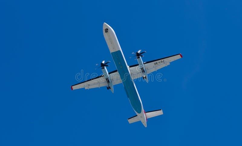Lądować samolot w Innsbruck obraz stock