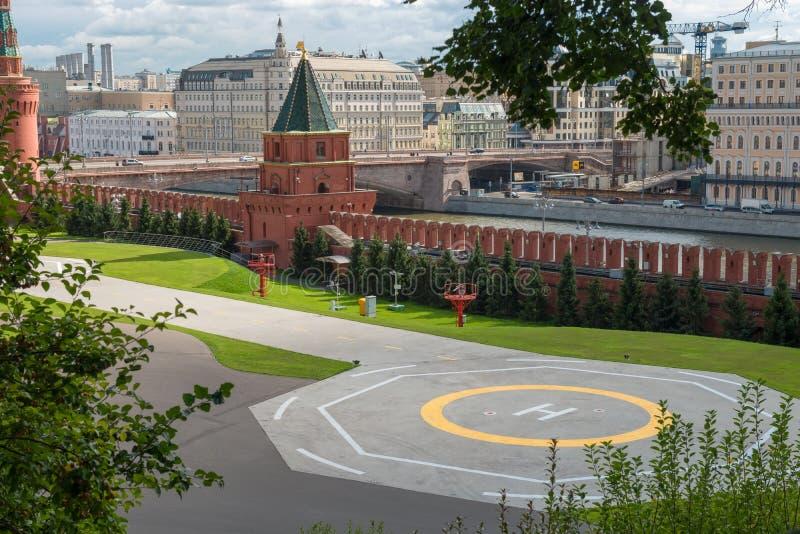 Lądowisko w Kremlin blisko ściany zdjęcia royalty free