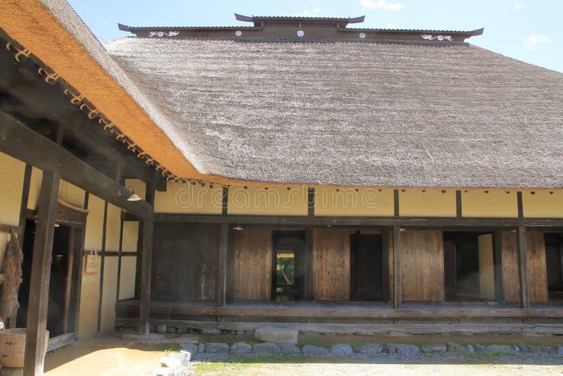 L形的日本房子 免版税库存图片