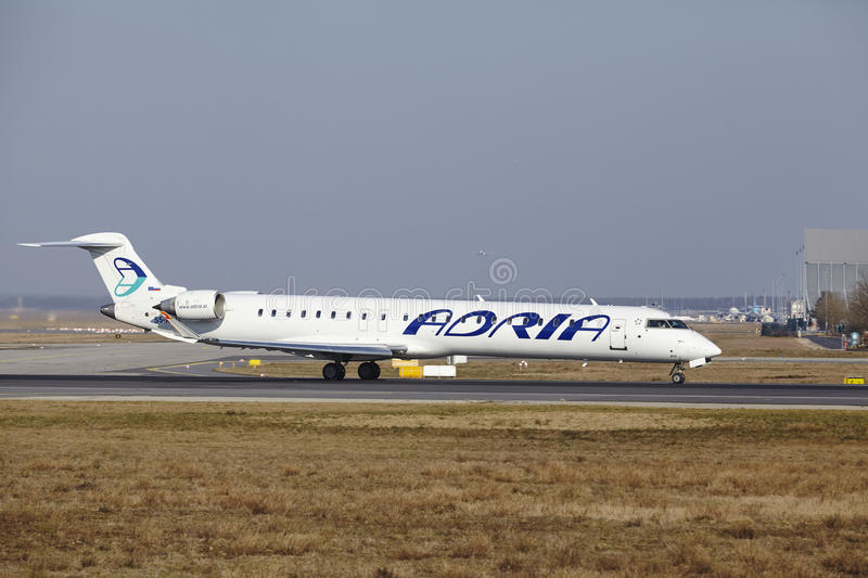 L'†« Adria Airways Canadair 900 d'aéroport international de Francfort décolle image stock