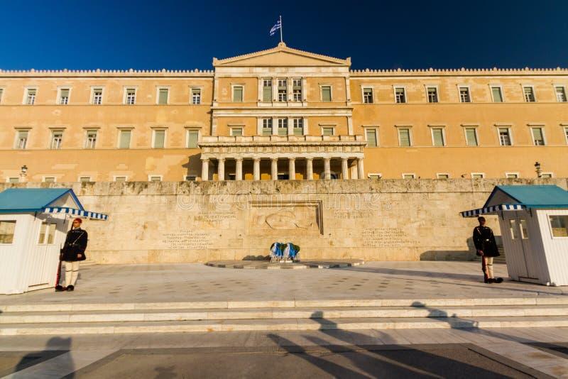 L'éditorial, tombe du soldat inconnu, Athènes, Grèce a gardé par l'Evzones de la garde présidentielle images stock