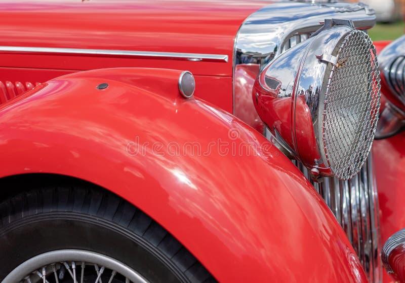 L'éclat sur une voiture reconstituée de cru photos libres de droits