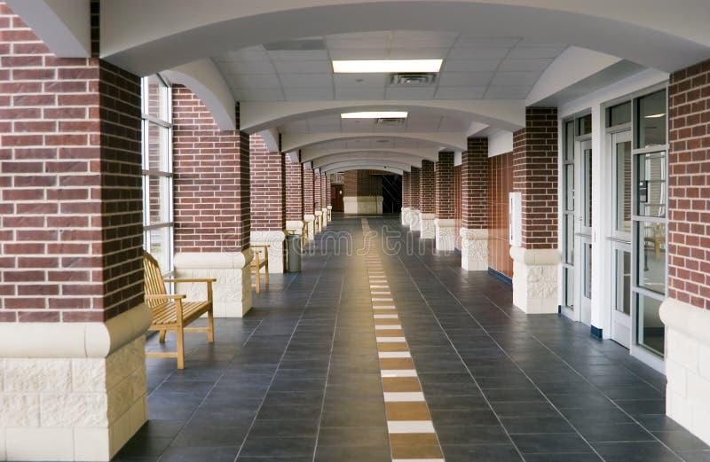 L'école est à l'extérieur ! photo libre de droits