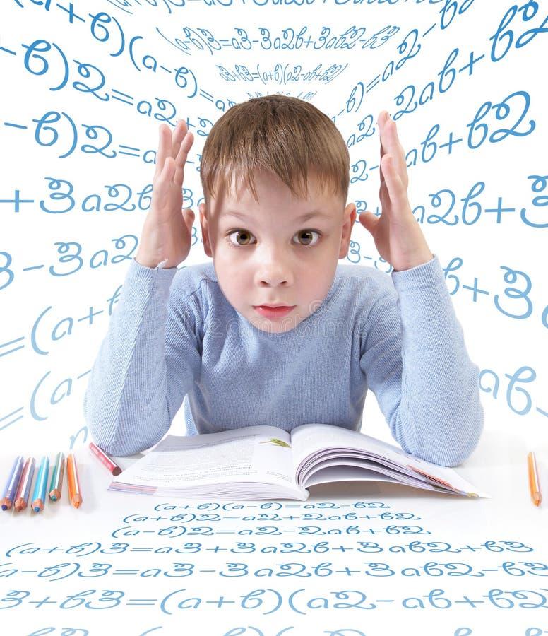 L'écolier avec le livre photo stock