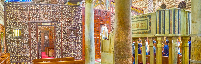 L'écran découpé de sanctuaire dans St Barbara Church, le Caire, Egypte photo stock