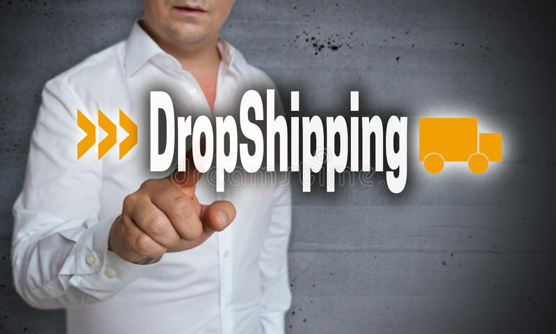 L'écran tactile de Dropshipping est actionné par l'homme photos stock