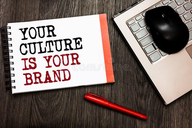 L'écriture conceptuelle de main montrant votre culture est votre marque Les expériences de présentation de la connaissance de pho photo stock