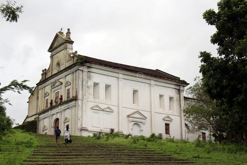 L'église abandonnée de notre Madame du bâti, sur la colline Go photos libres de droits