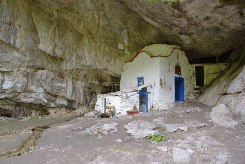 L'église célèbre de caverne sur Mt. Olympe, Grèce photos stock