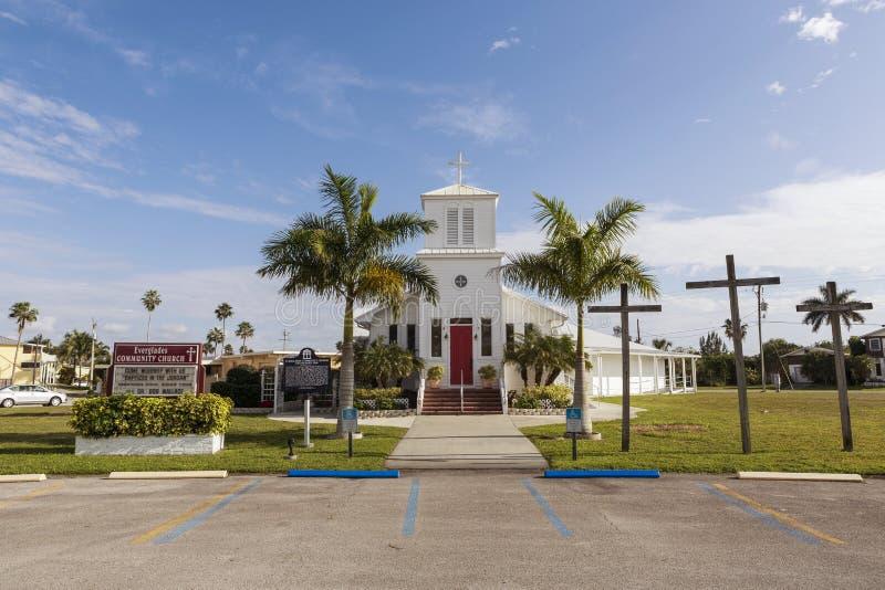 L'église communautaire de marais nichée au coeur des marais de la Floride est un point de repère d'héritage images libres de droits