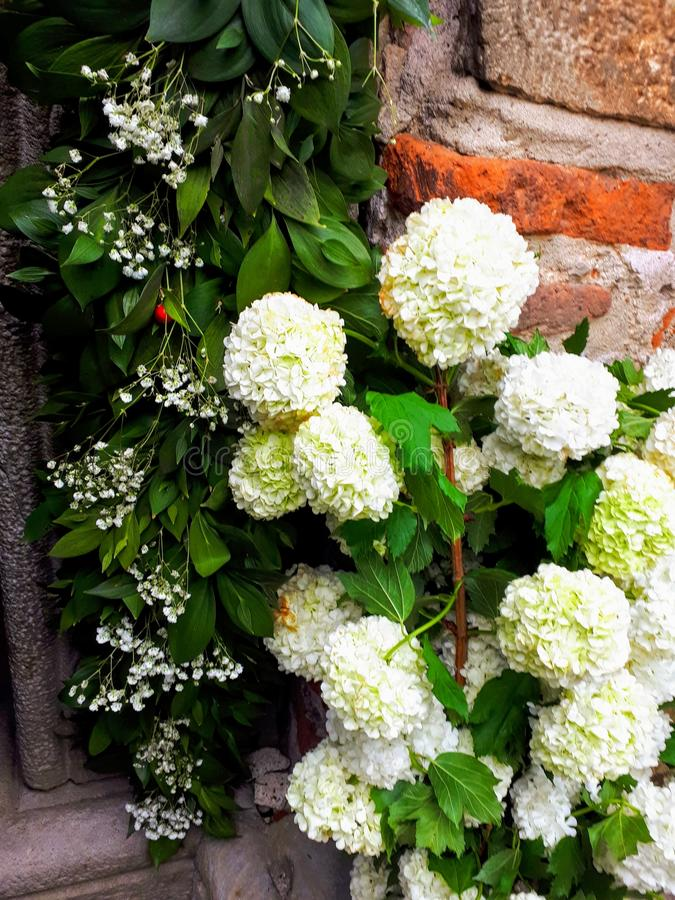 L'église de Lazarica pour Pâques a décoré des fleurs photographie stock