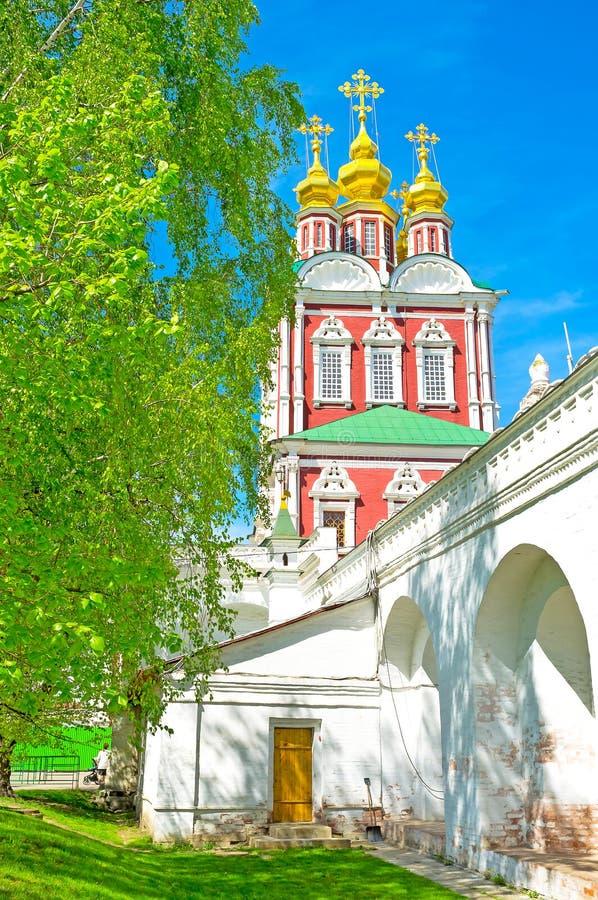 L'église de porte dans le couvent de Novodevichy images stock