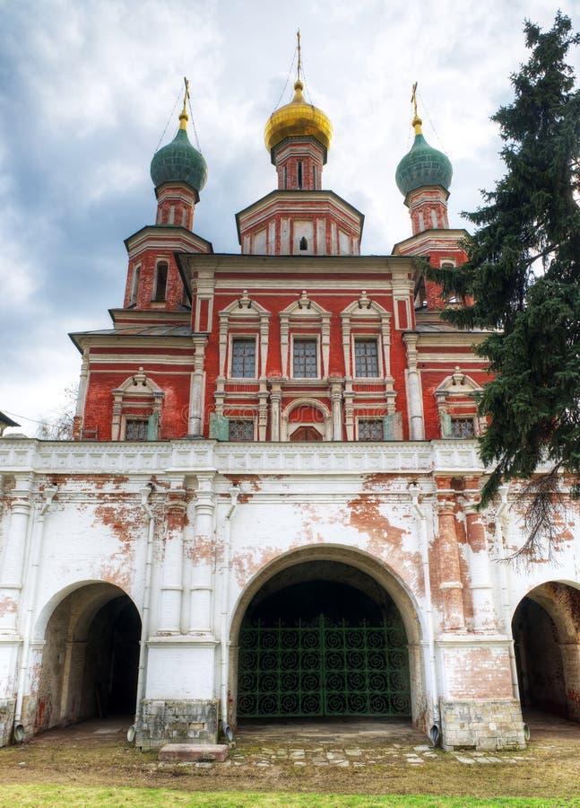 L'église de porte du couvent de Novodevichy photo libre de droits