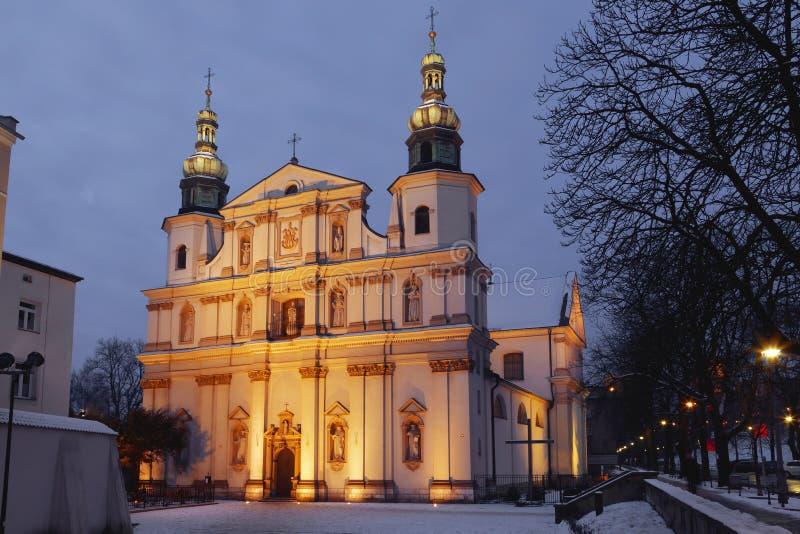 L'église de St Bernardin de Sienne dans le ³ W de Krakà la nuit photo stock