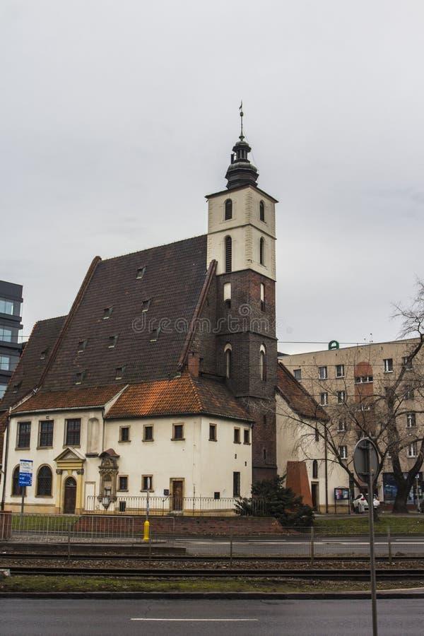 L'église de St Christopher à Wroclaw par temps nuageux poland photographie stock libre de droits